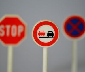На перекрестке улиц Карла Маркса и Студенческой появятся новые дорожные знаки