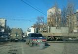 Из-за ДТП с грузовиком парализовано движение на улице 20-летия Октября