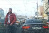 В Воронеже на видео попало хамство водителя  «Ауди» с московскими номерами