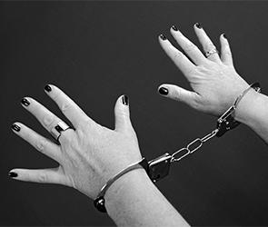 В Воронеже арестована наркоманка за кражу 56 тысяч рублей из киоска