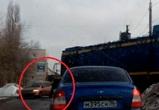Воронежцы сняли на видео водителя-камикадзе, едва не угодившего под поезд