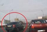 Воронежцы сняли на видео водителя-торопыгу, проехавшего по «встречке» на красный