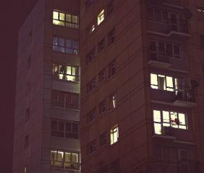 В Воронеже женщина выпала из окна 10 этажа после ссоры с мужем