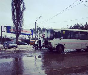 На Остужева столкнулись маршрутный ПАЗ и ГАЗель