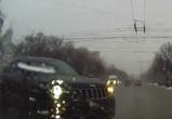 На видео попал Jeep без номеров, устроивший страшную аварию в центре Воронежа