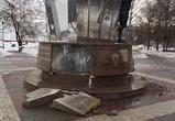 После Дня защитника Отечества в Воронеже разрушился памятник героям-десантникам