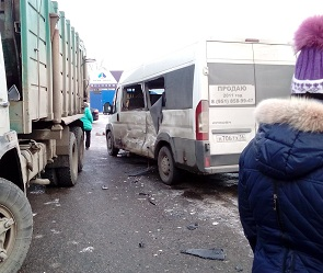 19-летняя девушка пострадала в ДТП с маршруткой и мусоровозом в Воронеже