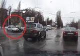 На видео попал автомобилист, спровоцировавший массовое ДТП в Воронеже