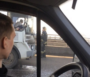 В ДТП с ПАЗиком и КамАЗом на Северном мосту пострадали два пассажира