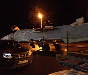 Воронежцы вновь увидели едущий по улицам города бомбардировщик Су-24