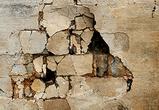 В Воронеже по неясным причинам сильно деформировалась внешняя стена дома