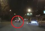В Воронеже на видео попало ДТП с девушкой, сбитой на пешеходном переходе