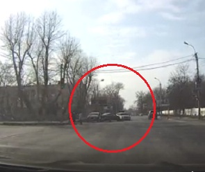 На видео попал воронежский лихач, устроивший тройное ДТП на «встречке»