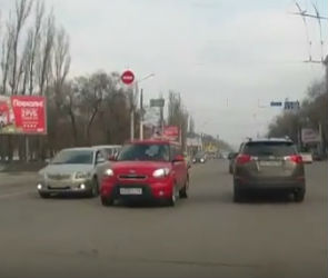 В Воронеже автоледи на розовой «Киа Соул» снова шокировала пользователей Сети