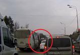 Воронежцы сняли на видео, как водитель ПАЗа высаживает людей на проезжую часть
