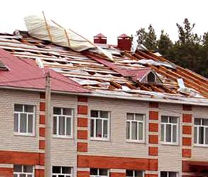 Опубликованы фото воронежской школы, с которой ураганный ветер снес крышу
