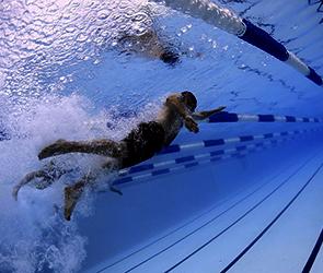 Воронежский пловец умер в бассейне спорткомплекса, тренируя дыхание под водой