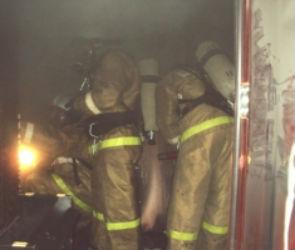 В Воронеже ночью загорелся магазин
