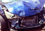В Воронеже Шевроле врезался в Опель, вылетел с дороги и сбил пешехода