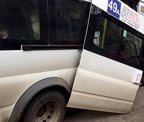 В Воронеже набитая пассажирами маршрутка потеряла дверь