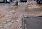 Опубликовано видео потопа из-за прорыва водопровода в Северном районе Воронежа