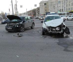 В Воронеже ищут очевидцев ДТП на перекрестке Плехановской и Кольцовской