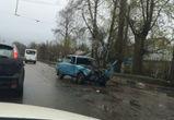 В Воронеже ВАЗ едва не врезался в остановку с людьми, столкнувшись с КАМАЗом