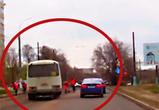 В Воронеже маршрутный ПАЗ промчал по встречке, чуть не задавив дорожных рабочих