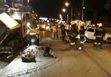 В центре Воронежа легковушка врезалась в асфальтоукладчик