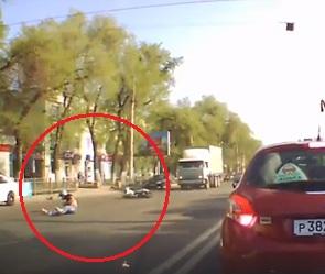 В Сеть попало видео ДТП, в котором едва не погиб воронежский мотоциклист