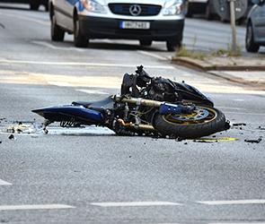На трассе М-4 Дон под Воронежем насмерть разбился молодой мотоциклист