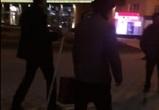 Воронежцы сняли на видео мужчину, разгуливающего в мае на лыжах