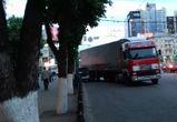 В центре Воронежа иномарка врезалась в столб, столкнувшись с фурой