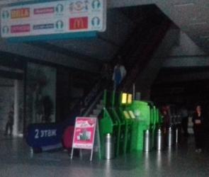ТРК «Арена» неожиданно лишился электричества, люди выходили в полной темноте
