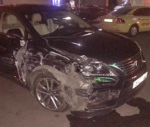 В Воронеже задержан водитель Лексуса, разбивший на парковке 6 машин и сбежавший