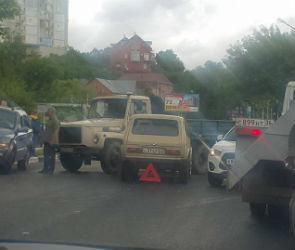 Из-за нескольких ДТП парализовано движение на набережной Массалитинова
