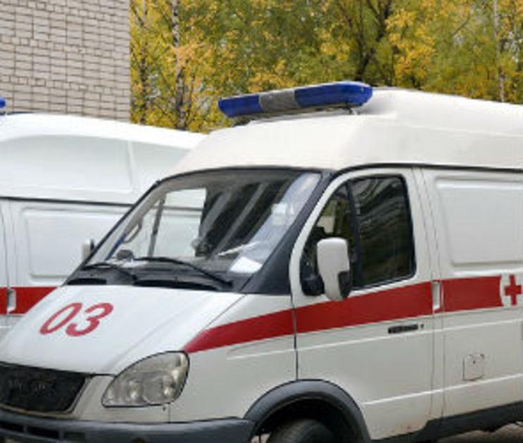 В Воронеже машина врезалась в троллейбус и скрылась: пострадала девушка