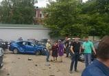 В Воронеже пенсионерка на иномарке «собрала» 6 машин и забор: появились фото ДТП