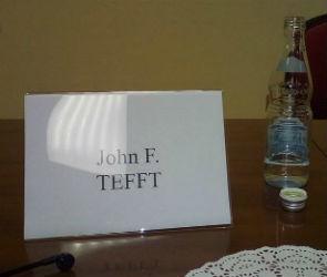 Посол США Джон Теффт попросил воронежских журналистов дождаться его мемуаров