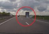 Под Воронежем «Форд» выбил с трассы фуру: произошедшее попало на видео