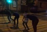 В Воронеже подростки играли в чехарду на пешеходном переходе: появилось видео