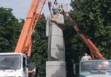 Опубликованы фото демонтажа памятника Кольцову с Советской площади Воронежа