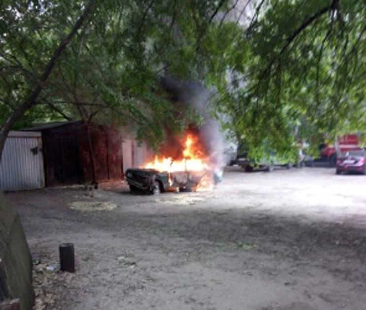 Машину ремонтников пытались поджечь из-за неправильной парковки под Воронежем