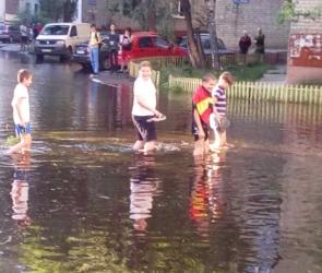 В Воронеже затопило двор на проспекте Труда