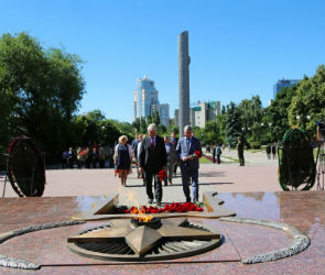 Мэр Воронежа Александр Гусев возложил цветы к Могиле Неизвестного Солдата
