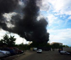 Соцсети заполонили фото страшного черного дыма в Коминтерновском районе