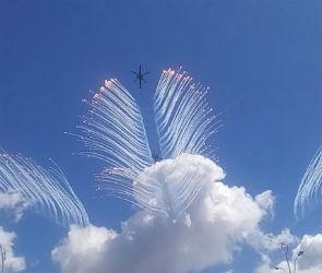 Пользователи публикуют в сети фото и видео авиашоу над Воронежем