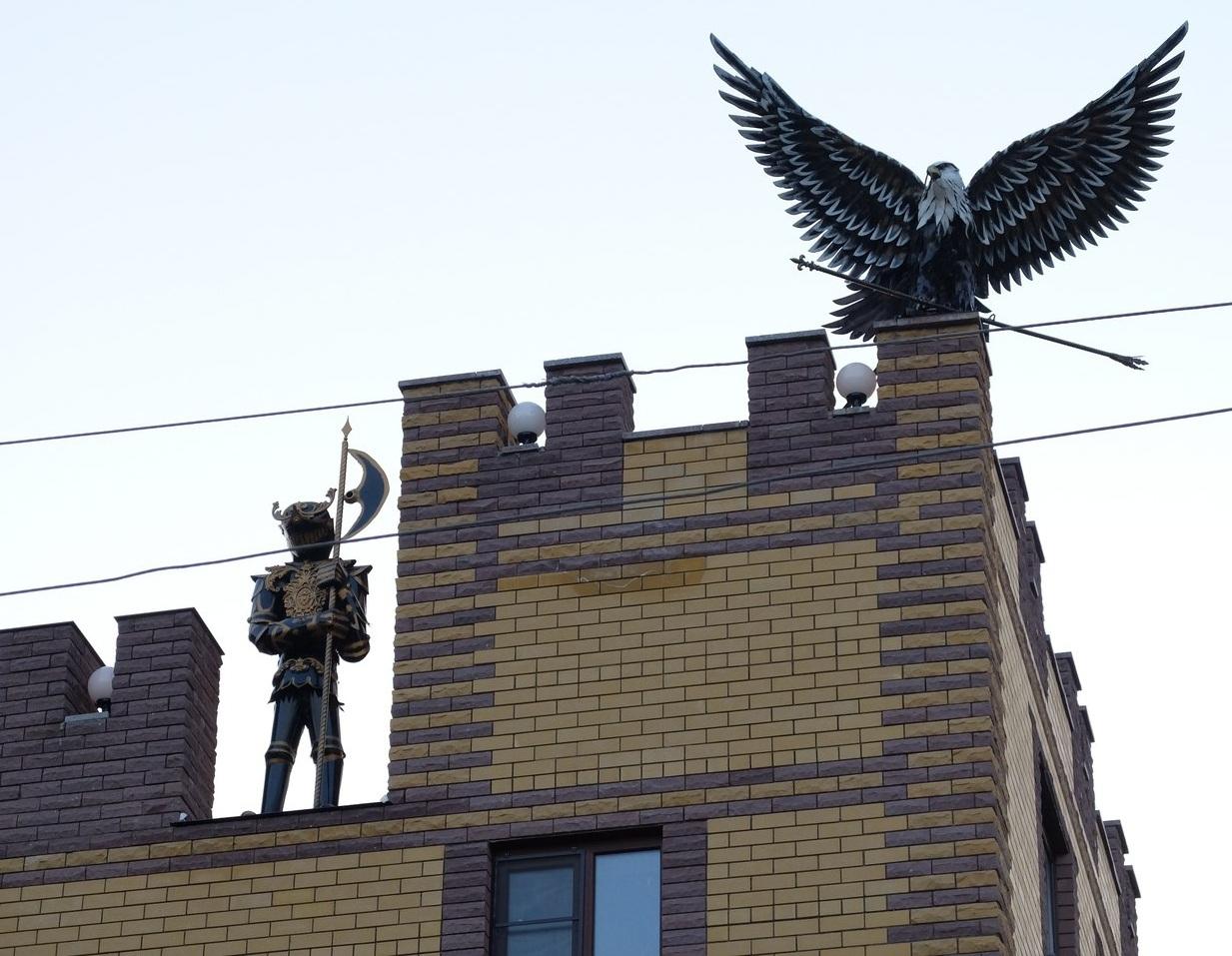 В Воронеже появился дом с рыцарями