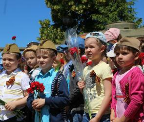 Воронежские кремлевцы вручили детям наказ от Фонда Героев Советского Союза