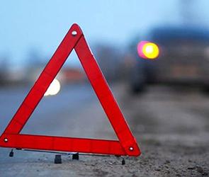 На воронежской трассе ВАЗ вылетел в дороги и перевернулся, двое пострадавших